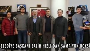 Akhisar Belediye Başkanı Salih Hızlı'dan şampiyon boksöre ödül!