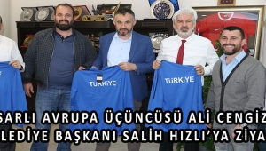 Akhisarlı Avrupa üçüncüsü Ali Cengiz'den, Belediye Başkanı Salih Hızlı'ya ziyaret