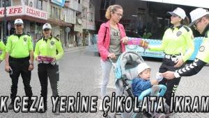 TRAFİK CEZA YERİNE ÇİKOLATA İKRAM ETTİ