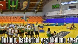 Başkan Dutlulu, basketbol yaz okulunu ziyaret etti