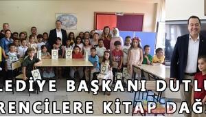 - Belediye Başkanı Dutlulu, öğrencilere kitap dağıttı