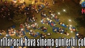 Akhisarlılar açık hava sinema günlerini çok sevdi