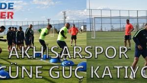 Akhisarspor ilk kamp programına başladı. İzinlerin bitmesiyle birlikte eksiksiz olarak Erzurum kampına başlayan Akhisarspor'da hedef şampiyonluk. Akhisarspor'un kampı Galatasaray ile oynanacak olan Türkiye Süper Kupasına kadar devam edecek.