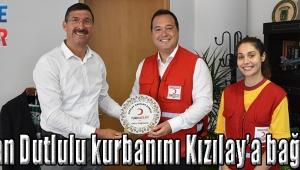 Başkan Dutlulu kurbanını Kızılay'a bağışladı