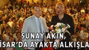Sunay Akın, Akhisar'da ayakta alkışlandı!