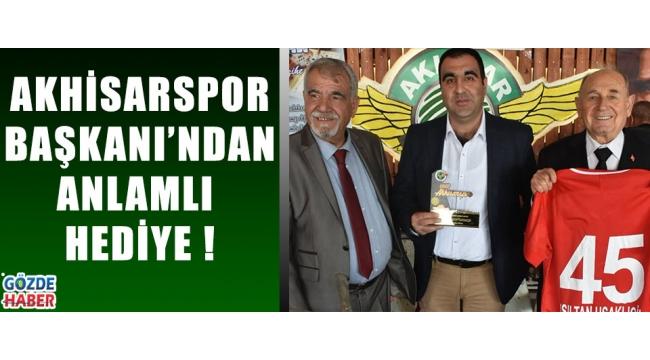 Akhisarspor Başkanı'ndan Anlamlı Hediye !