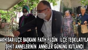 Ak Parti Akhisar İlçe başkanı Fatih Füzün ilçe teşkilatıyla birlikte Şehit Annelerinin Anneler Gününü kutlandı