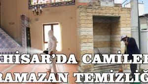 Akhisar'da Camilere Ramazan Temizliği!