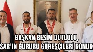 Başkan Besim Dutlulu, Akhisar'ın gururu güreşçileri konuk etti!