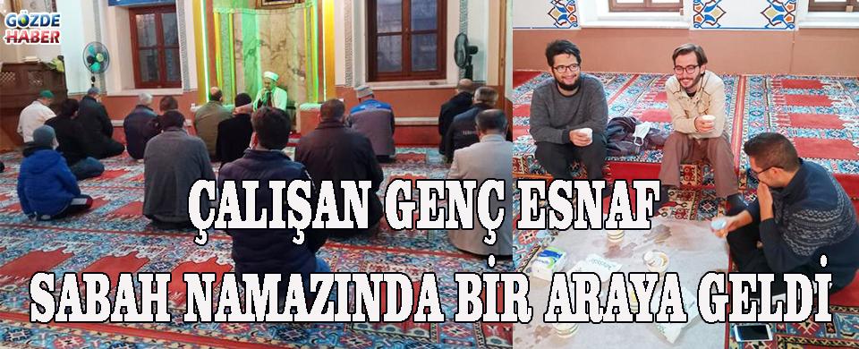 ÇALIŞAN GENÇ ESNAF SABAH NAMAZINDA BİR ARAYA GELDİ!