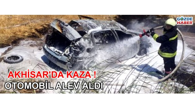 Akhisar'da kaza yapan otomobil alev aldı