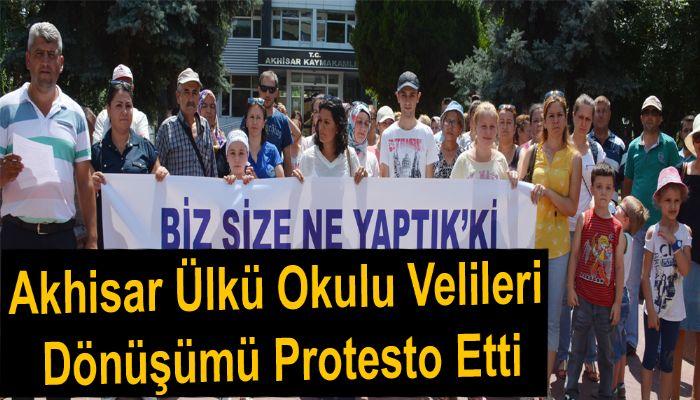 Akhisar Ülkü Okulu Velileri Dönüşümü Protesto Etti
